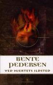 """""""Ved hjertets ildsted - roman"""" av Bente Pedersen"""