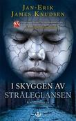 """""""I skyggen av stråleglansen"""" av Jan-Erik James Knudsen"""