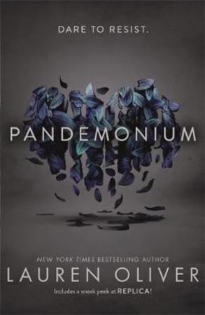 """""""Pandemonium"""" av Lauren Oliver"""