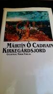 """""""Kirkegårdsjord - gjenfortellinger i ti mellomspill"""" av Mairtin O Cadhain"""