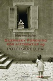 """Guernsey forening for litteratur og potetskrellpai"" av Mary Ann Shaffer"