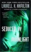 """""""Seduced by moonlight - a novel"""" av Laurell K. Hamilton"""