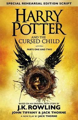 """""""Harry Potter and the cursed child - parts I & II"""" av J.K. Rowling"""