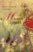 """Munnen i gresset - roman"" av Britt Karin Larsen"