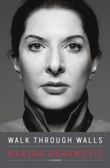 """Walk through walls - becoming Marina Abramovic"" av Marina Abramovic"