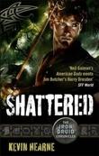 """""""Shattered"""" av Kevin Hearne"""