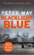 """""""Blacklight Blue - An Enzo Macleod Investigation"""" av Peter May"""