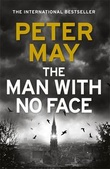 """The man with no face"" av Peter May"