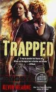 """""""Trapped"""" av Kevin Hearne"""