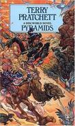 """Pyramids the book of going forth"" av Terry Pratchett"