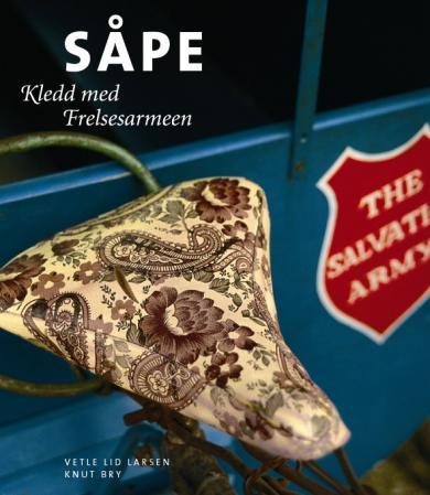 """""""Såpe - kledd med Frelsesarmeen"""" av Vetle Lid Larssen"""