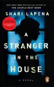"""""""A stranger in the house"""" av Shari Lapena"""