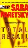 """""""Total recall - a V.I. Warshawski novel"""" av Sara Paretsky"""