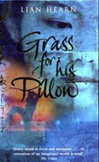 """Grass for his pillow - tales of the Otori"" av Lian Hearn"