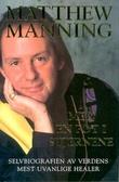 """""""Med en fot i stjernene selvbiografien til verdens mest uvanlige healer"""" av Matthew Manning"""